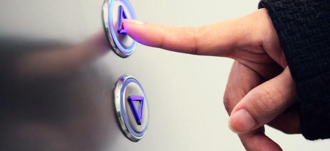botonera-ascensor+mano